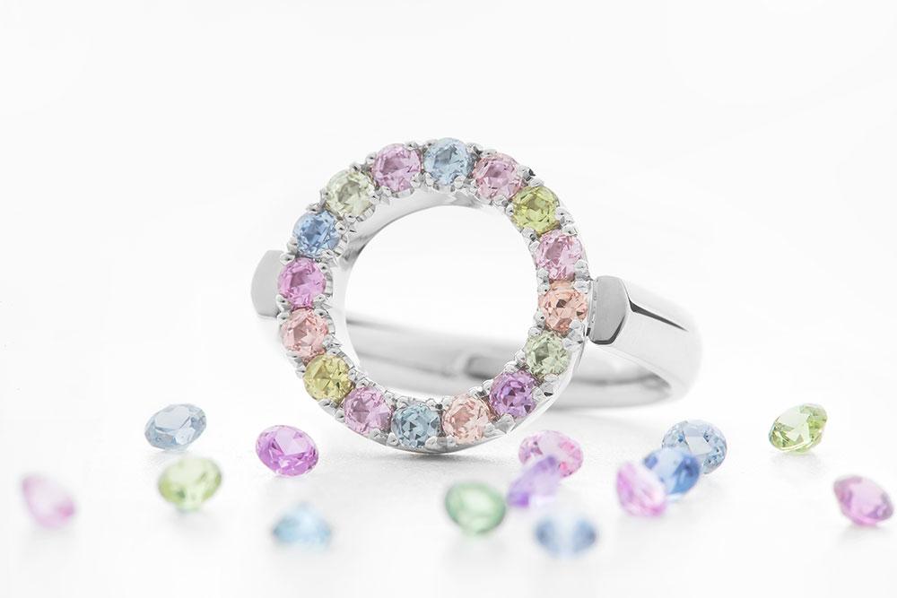 Esterstyl - Dámský prsten z bílého zlata s barevnými safíry