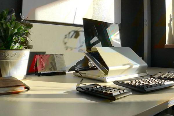 Pro práci doma je kromě ergonomicky zařízené místnosti důležitá i disciplína, správné oblečení a čas na cvičební přestávky! Foto: www.fisaf.cz