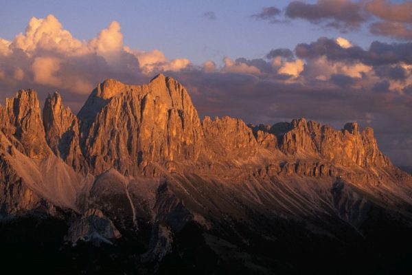 Během desetidenního putování se turisté seznámí s geologickým a historickým vývojem Dolomit. Foto: www.suedtirol.info/cs