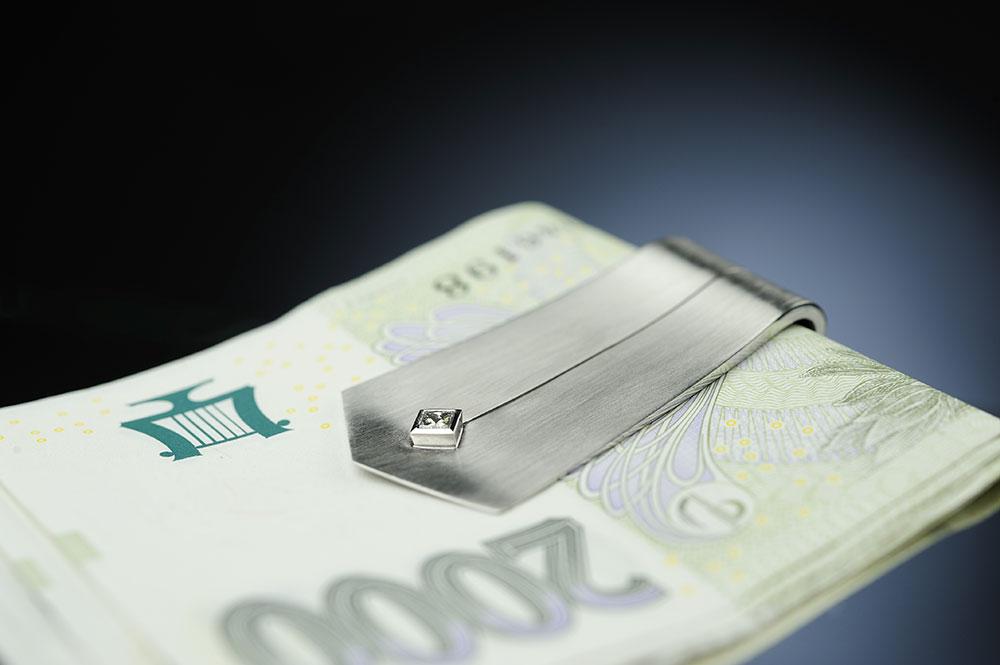 Spona z bílého zlata na bankovky