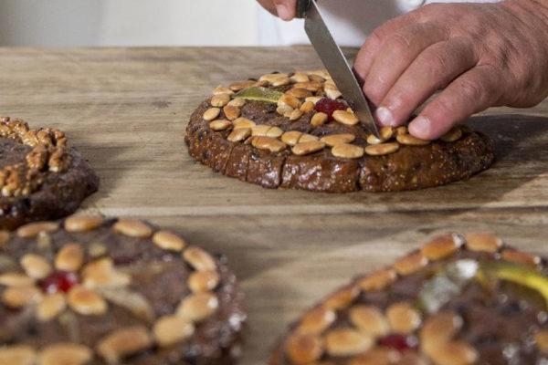 Místní specialita - ovocný chlebíček Zelten. Foto:  www.suedtirol.info/cs