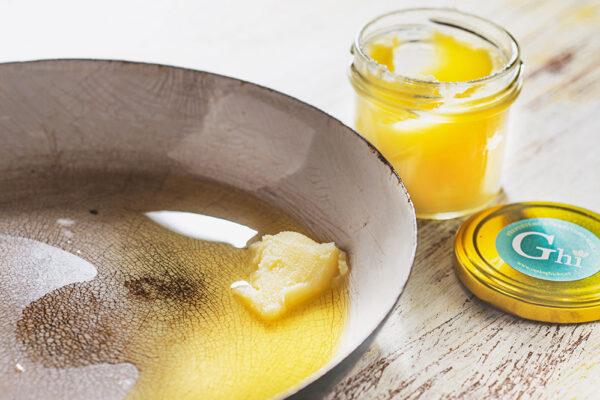 Ghí je čistý máselný tuk nejvyšší kvality získaný přepuštěním čerstvého másla. Foto: www.ceskeghicko.cz