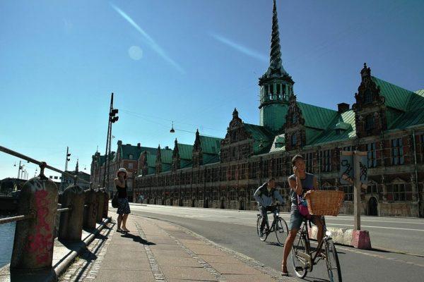 Velkým trendem posledních let je také svézt se jednu cestu autobusem a zpět jet na kole. Foto: Zuzana Rybářová
