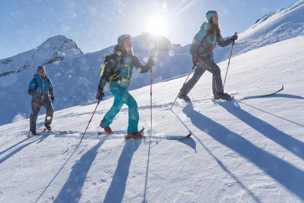 Skialpinismus Vám umožní poznávat hory i v zimě trochu jinak, než jen z upravených sjezdovek či běžkařských tratí. Foto: www.dynafit.com