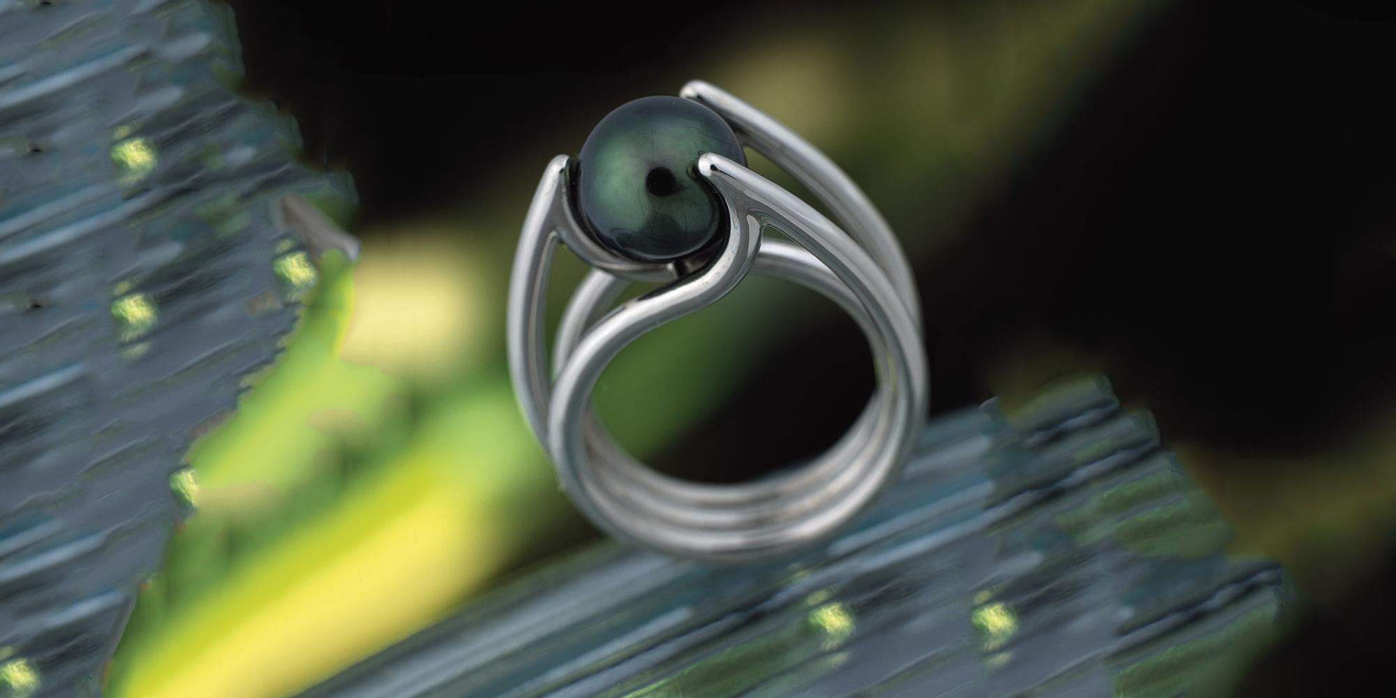 Esterstyl prsten z platiny s tahitskou perlou
