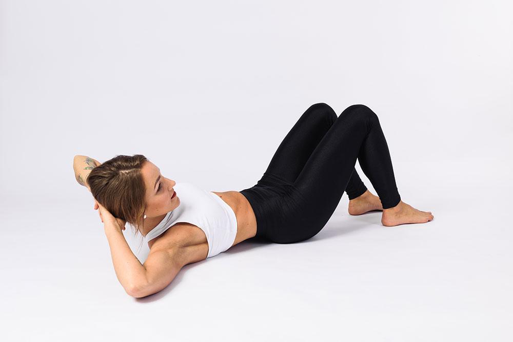 FitPainFree - Abdominal crunches oblique (sklapovačky na šikmé břišní svalstvo) základní pozice