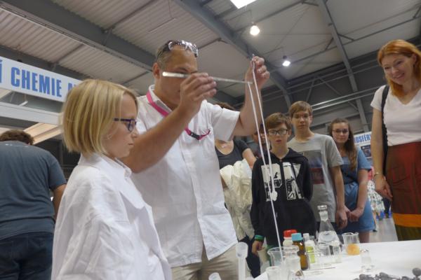 Zkuste si vyrobit vlastní silonky na Veletrhu vědy v pražských Letňanech. Foto: www.veletrhvedy.cz