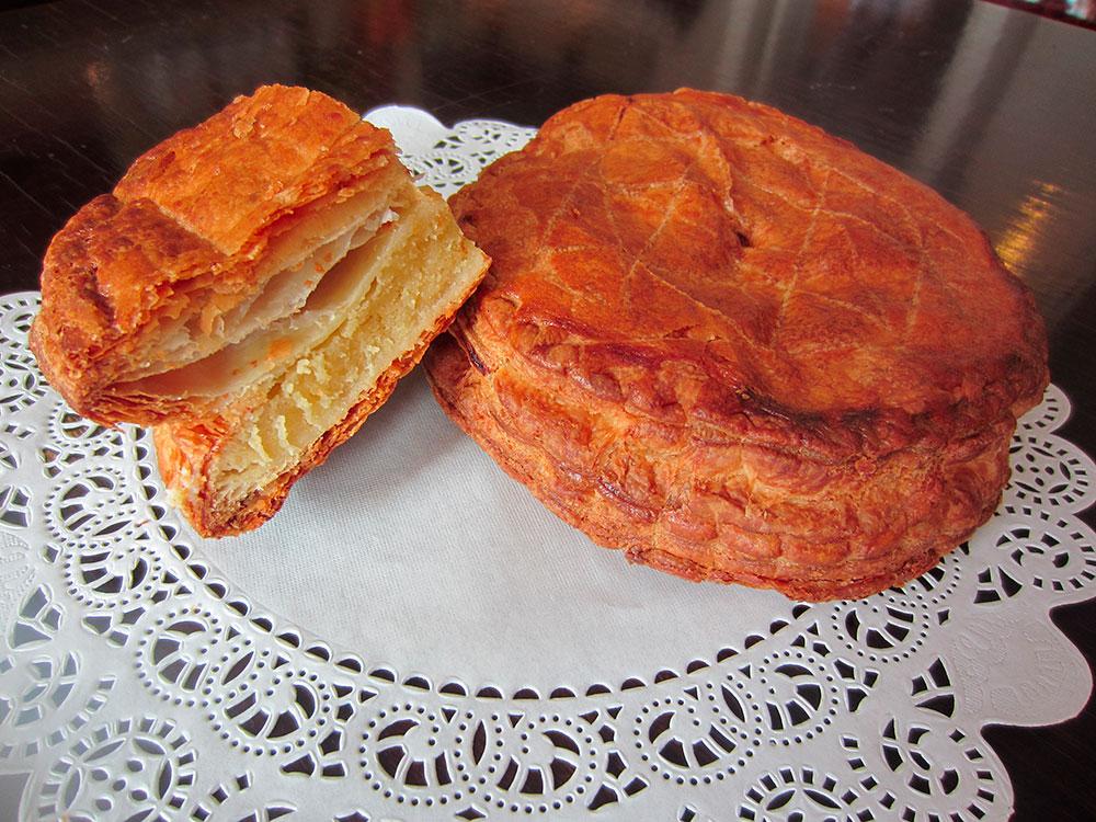 Francouzský mandlový koláč s překvapením