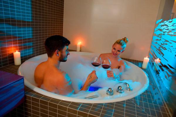 Spa hotel Lanterna ve Velkých Karlovicích připravil nejen pro zamilované balíček Romantické hýčkání. Foto: www.lanterna.cz