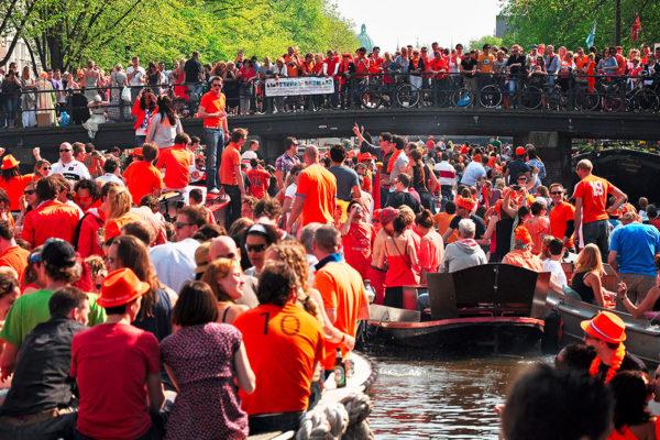 Velkolepé oslavy na počest narození krále Viléma Alexandra v Amsterdamu. Foto: www.eurolines.cz
