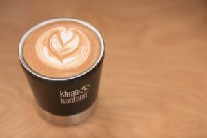 I káva bude chutnat lépe v nerezovém pohárku Klean Kanteen Steel Cup