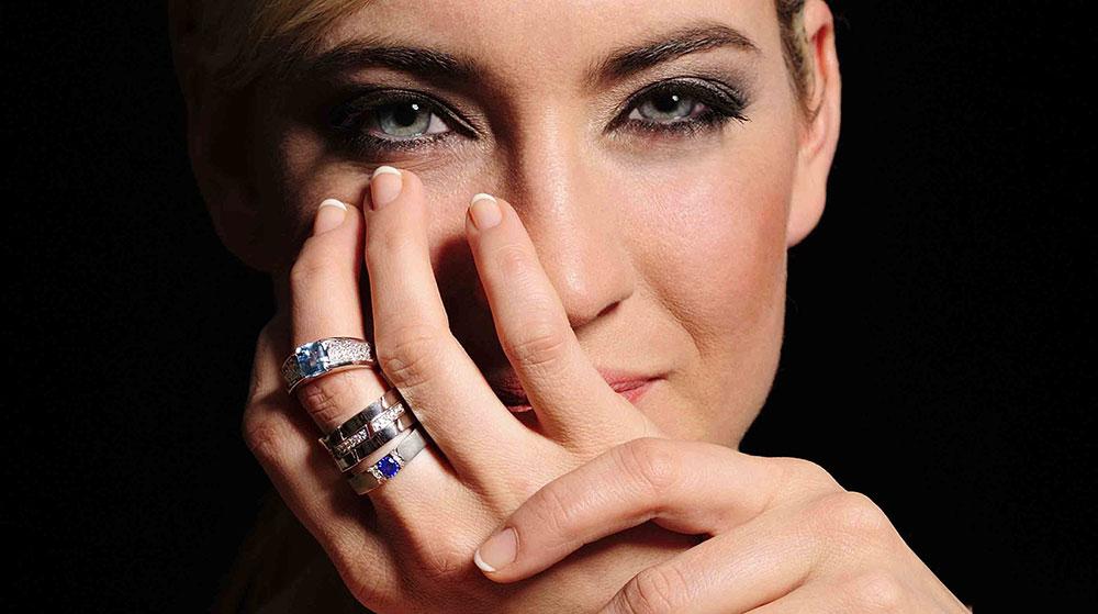 Prsteny s drahými barevnými kameny