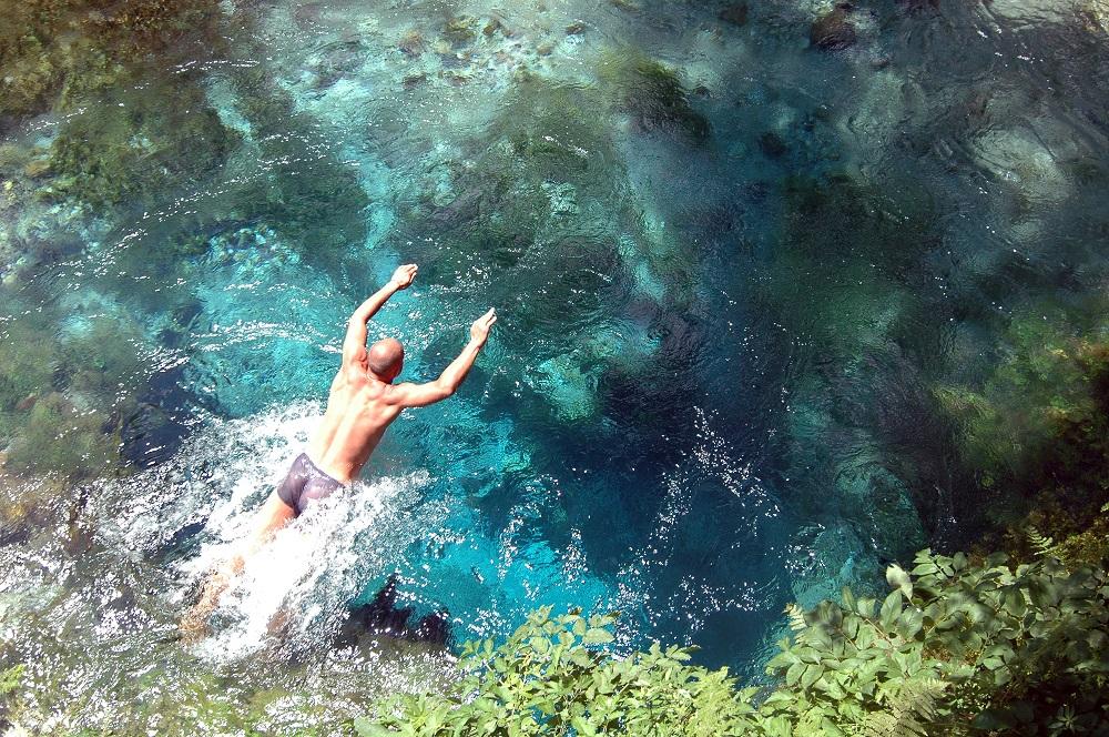 Albánie skokan do vody
