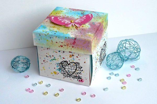 Originální krabička na vánoční dárky. Foto: www.aladine.cz