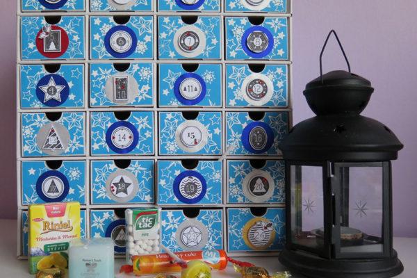 Adventní kalendář plný malých dárečků nesmí chybět před žádnými Vánocemi. Foto: www.aladine.cz