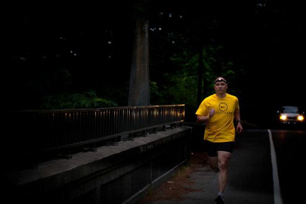 Ať už běháte ve městě, v parku nebo v přírodě, bez světla se při večerním běhu neobejdete. Foto: www.4camping.cz