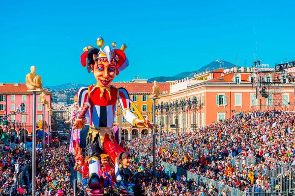Jeden z největších karnevalů na světě je v Nice. Kredit: OTC Nice a Issock