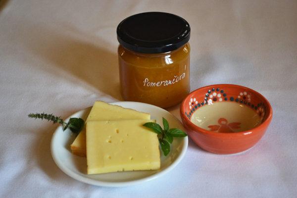 Pomerančová marmeláda je vynikající je originální příloha k sýrům. Foto: www.nebespan.cz