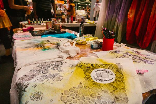 Malování na textil. Foto: www.aladine.cz